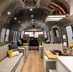 Uniknya Rumah Berjalan Dengan Interior Ala Pesawat Jet