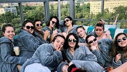 Mewah! Gaya Sophie Turner Gelar Pesta Lajang di 3 Negara Berbeda