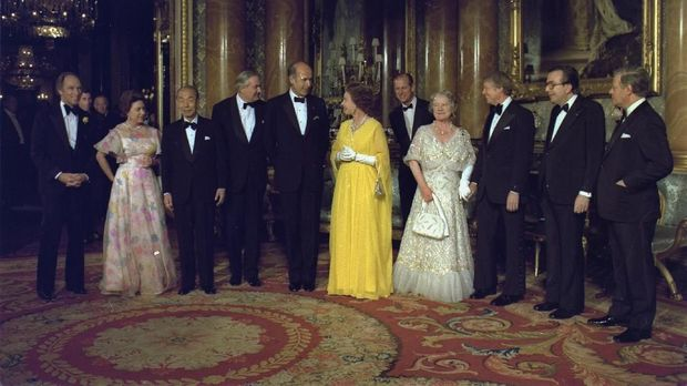 Canada's Prime Minister Pierre Trudeau, (Prince Charles far background), Princess Margaret, Japan's Prime Minister Takeo Fukuda, Britain's Prime Minister James Callaghan, France's President Valery Giscard d'Estaing, Queen Elizabeth II, Prince Philip, Queen Mother, U.S. President Jimmy Carter, Italy's Prime Minister Giulio Andreotti and Germany's Chancellor Helmut Schmidt (L-R) in London, England, May 13, 1977. Jimmy Carter Presidential Library/U.S. National Archives and Records Administration/Handout via REUTERS THIS IMAGE HAS BEEN SUPPLIED BY A THIRD PARTY