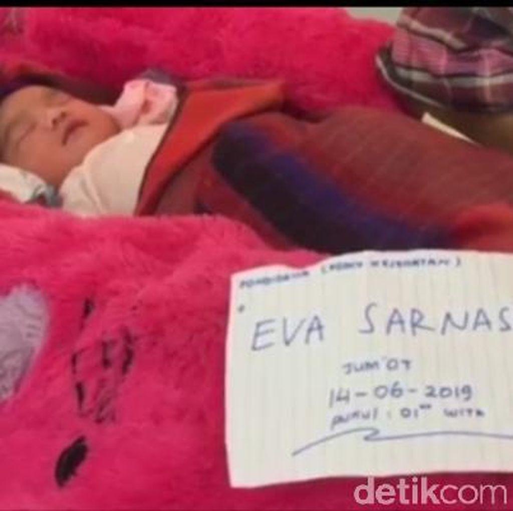 Dievakuasi Tim SAR dari Banjir, Bayi Ini Diberi Nama Eva Sarnasia