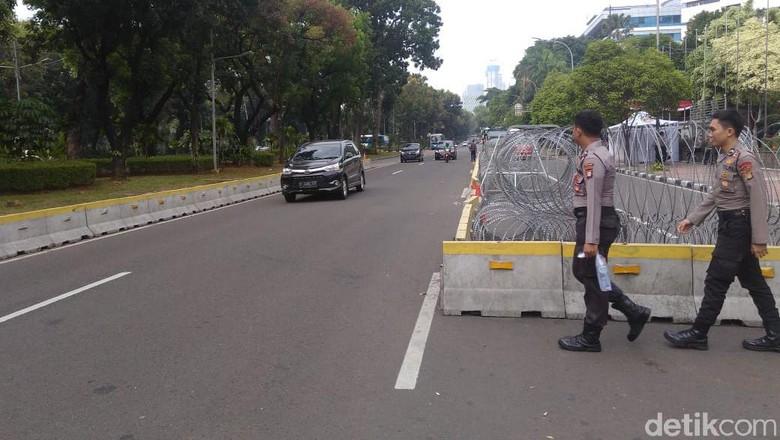 Lalin Dibuka Semalam, Jalan Medan Merdeka Barat Lancar
