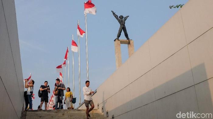 Kebutuhan akan ruang publik di DKI Jakarta terus meningkat. Pemprov DKI pun terus berusaha meningkatkan prosentase ruang terbuka hijau bagi warganya.