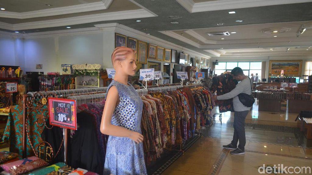 Batik Cap Cirebon Jadi Primadona Selama Libur Mudik Lebaran