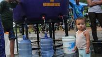 Korban Banjir Konawe Antre Air Bersih