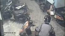 Aksi Pencurian Motor di Sebuah Kos Banyuwangi Terekam CCTV