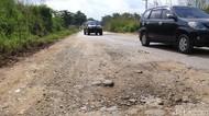 Jalanan di Tapanuli Bagian Selatan hingga Riau Rusak Parah