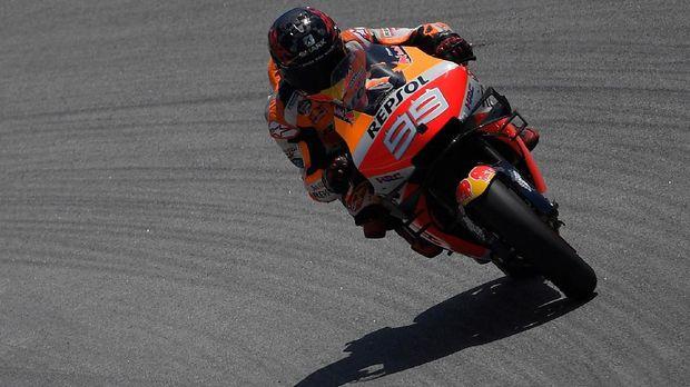 Jorge Lorenzo membuat tiga persaing Marc Marquez gagal finis di MotoGP Catalunya 2019.