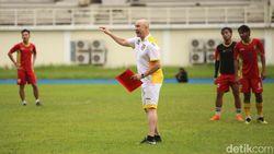 Rafael Berges Janji Kembalikan Mitra Kukar ke Liga 1