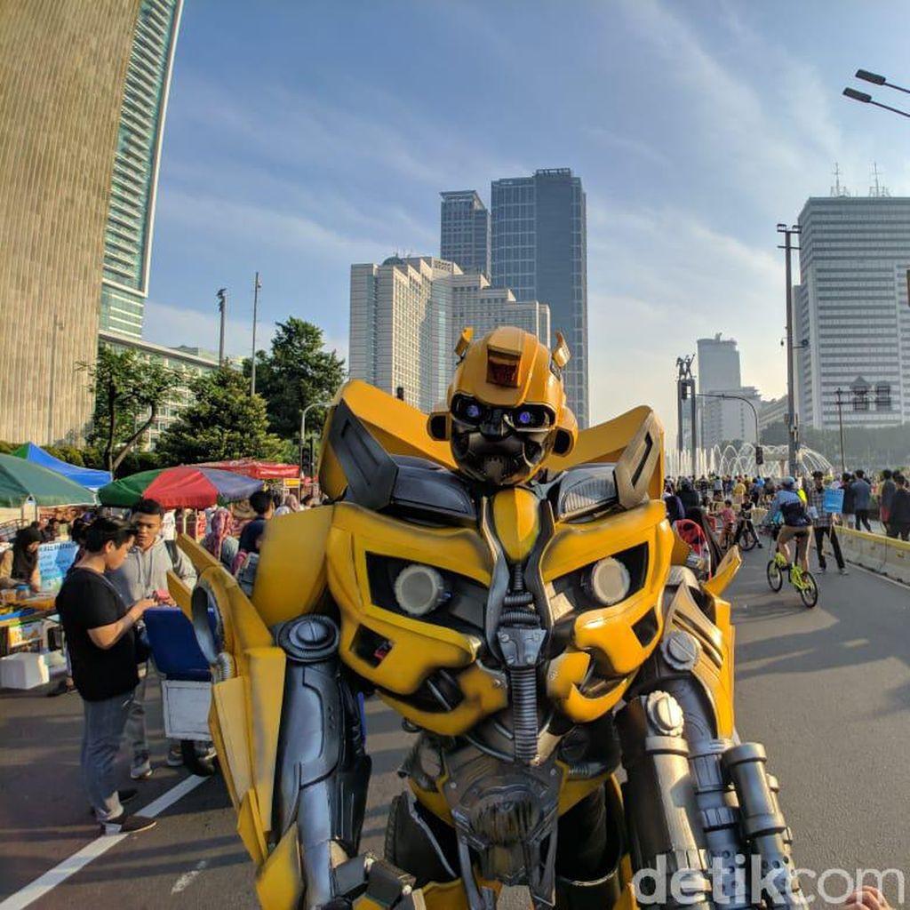Spiderman hingga Bumble Bee Beraksi di CFD Bundaran HI