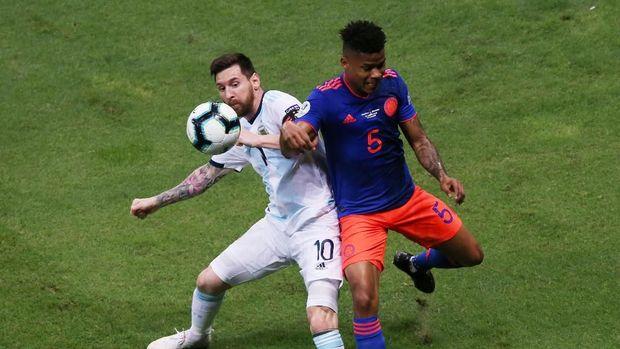 Lionel Messi melepaskan empat kali tembakan ke gawang Kolombia. (