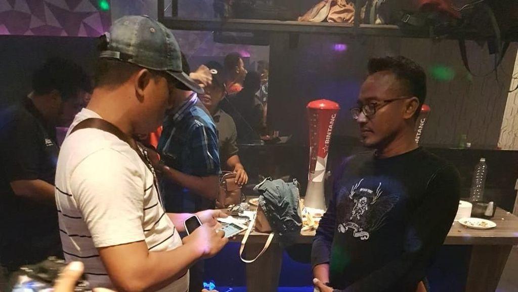 Karaoke di Surabaya Dirazia, 11 Pengunjung Positif Narkoba