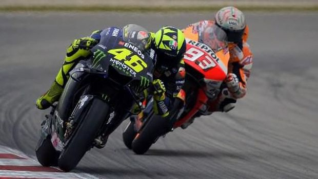 Monster Energy Yamaha's Italian rider Valentino Rossi (L) and Repsol Honda Team's Spanish rider Marc Marquez ride during the Catalunya MotoGP Grand Prix first free practice session at the Catalunya racetrack in Montmelo, near Barcelona, on June 14, 2019. (Photo by LLUIS GENE / AFP)