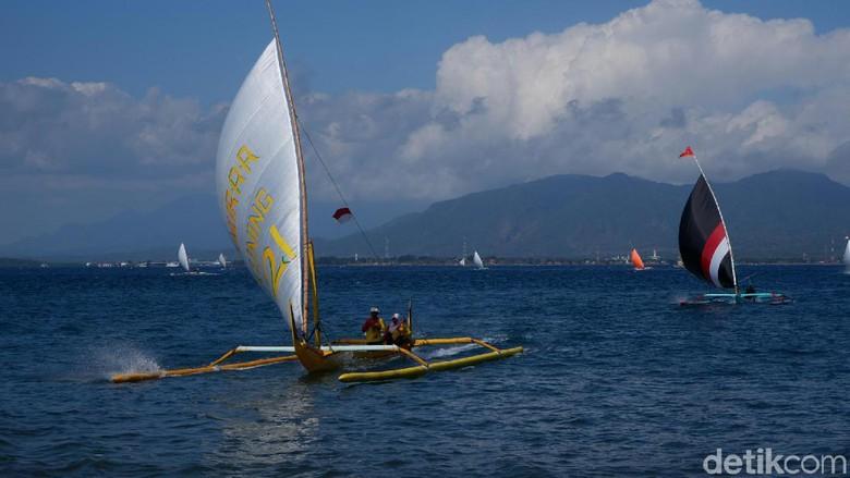 Halalbihalal Nelayan Banyuwangi Diwujudkan Dalam Lomba Perahu Layar