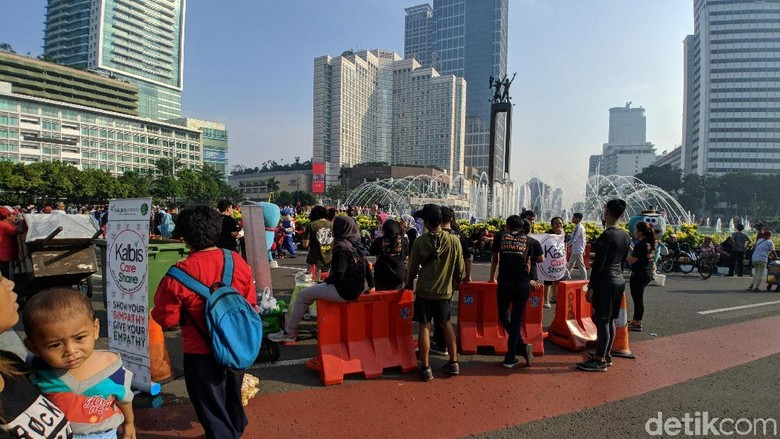 Sejumlah Orang Kampanye Anti-Sampah Plastik di CFD