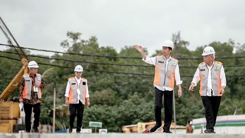 Presiden Jokowi (kedua dari kanan) di Waduk Muara Nusa Dua (dok Kementerian Pariwisata)