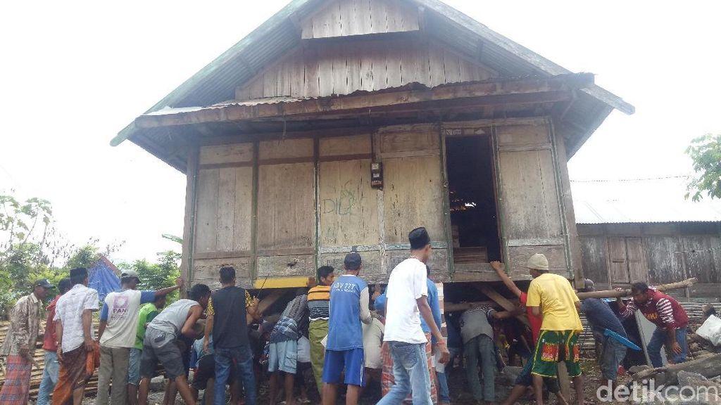 Uniknya Indonesia, Punya Tradisi Angkat Rumah