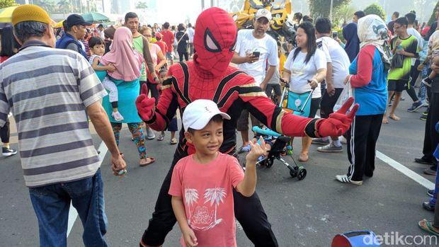 'Spiderman' hingga 'Bumble Bee' Beraksi di CFD Bundaran HI