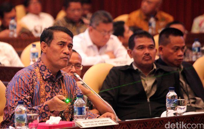 Amran Sulaiman menghadiri rapat kerja di Komisi IV DPR.