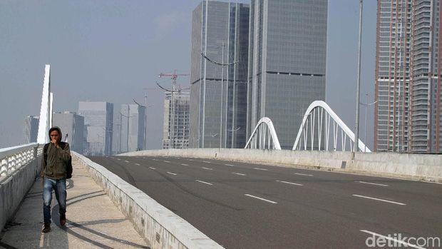 Jembatan menuju Pulau Reklamasi /