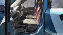 Mobil Mantan Anggota Dewan Terparkir di DPRD Surabaya Terbakar