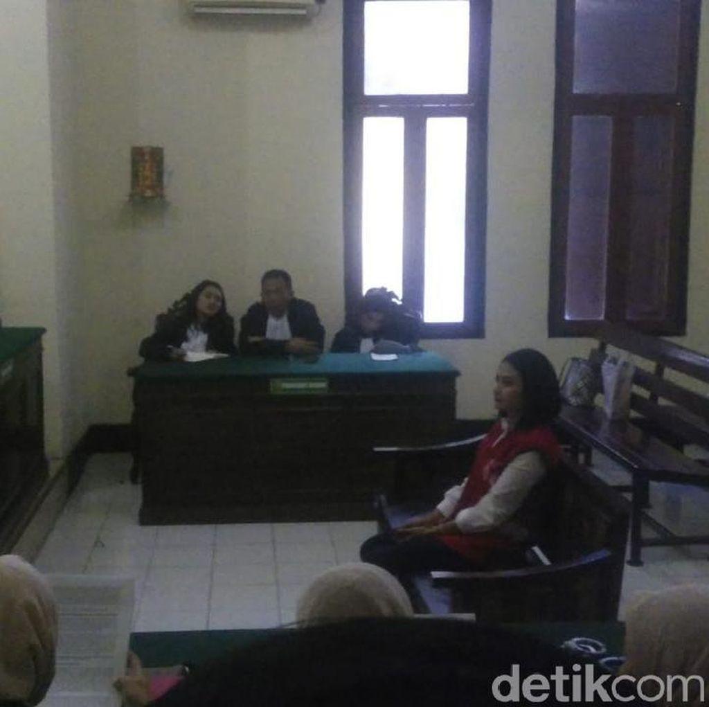 Tuntutan 6 Bulan Penjara dan Bungkamnya Vanessa Angel