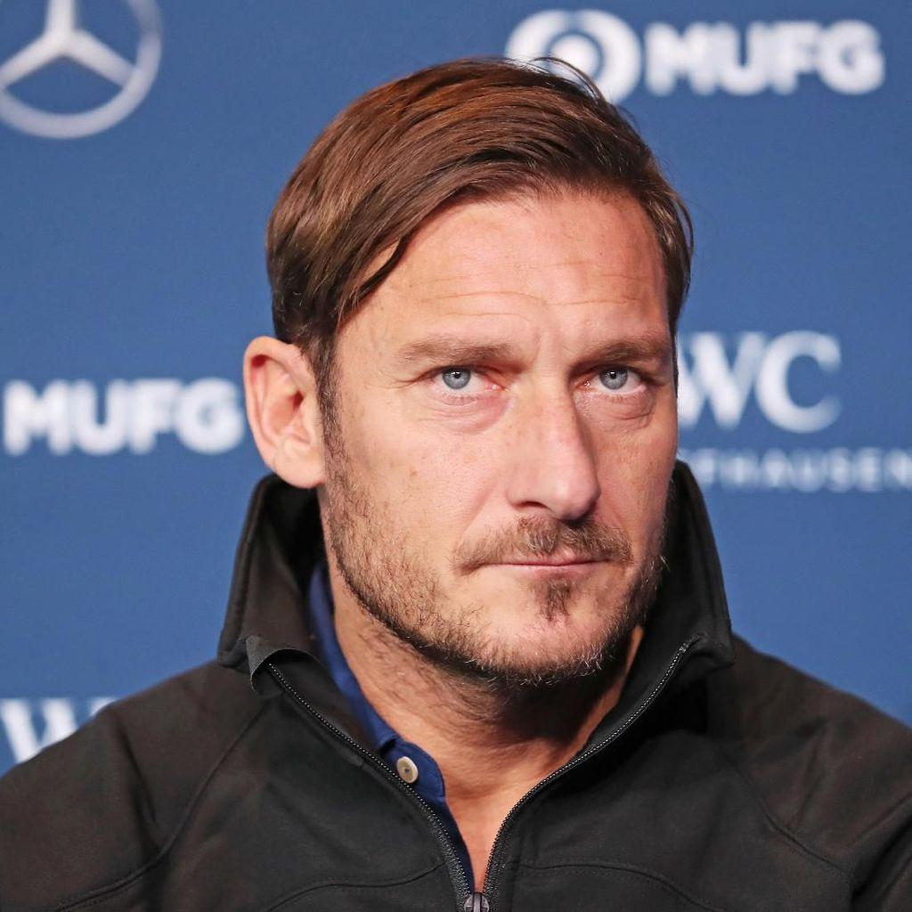 Mundur dari Jabatan Direktur Roma, Francesco Totti Serang Pemilik Klub