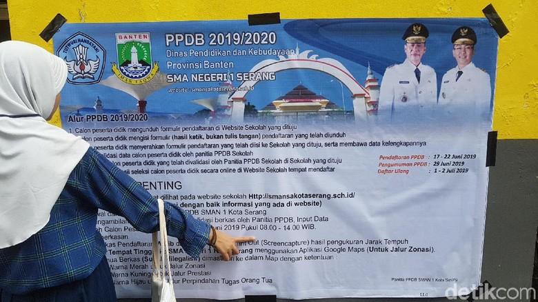 Warga Protes Antrean PPDB di SMA 1 Serang Dibuka Sejak Pukul 3 Pagi