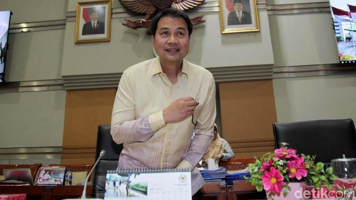 Ketua Komisi III  Azis Syamsuddin memimpin rapat kerja bersama Wakapolri dan Wakil Jaksa Agung di DPR. Sejumlah agenda dibahas dalam rapat kerja tersebut.