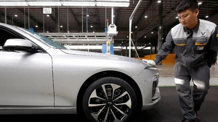 Tak butuh waktu lama bagi Vietnam mewujudkan mobil nasional pertamanya. Usai mengumumkan pada 2017 silam, mobnas yang diberi nama VinFast sudah diproduksi dan siap dikirim ke konsumen.