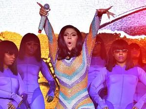 Ups! Cardi B Malfungsi Busana Saat Konser, Bokongnya Sampai Terekspos