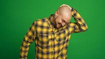 Kocak, Video Viral Saat Pria Berkepala Botak Foto Paspor di Kantor Imigrasi