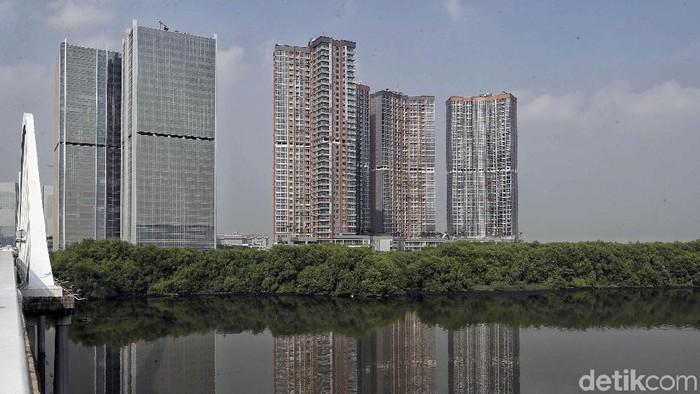 Pulau reklamasi di Jakarta kembali jadi sorotan masyarakat. Hal itu karena izin mendirikan bangunan (IMB) untuk pulau tersebut tiba-tiba terbit.