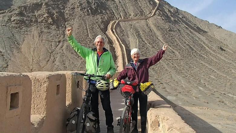 Pasangan kakek-nenek yang naik sepeda dari Inggris ke China (dok. Peter and Chris Lloyd)