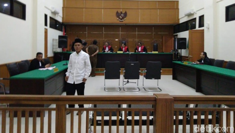 Korupsi Bibit Kakao, Eks Kadishut Lebak Divonis 1 Tahun Penjara