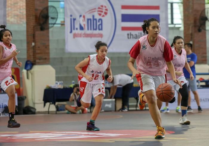 Para pebasket berusia 13-14 tahun asal negara-negara Asia Pasifik mengikuti penyisihan NBA Global Championship Asia Pacific Selection Camp 2019 di Universitas Pelita Harapan (UPH), Tangerang, Minggu (16/6/2019)