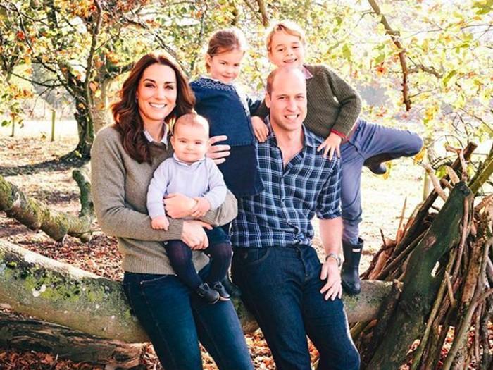 Pangeran William dan Kate Middleton beserta ketiga anak mereka. (Foto: Instagram/@kensingtonroyal)