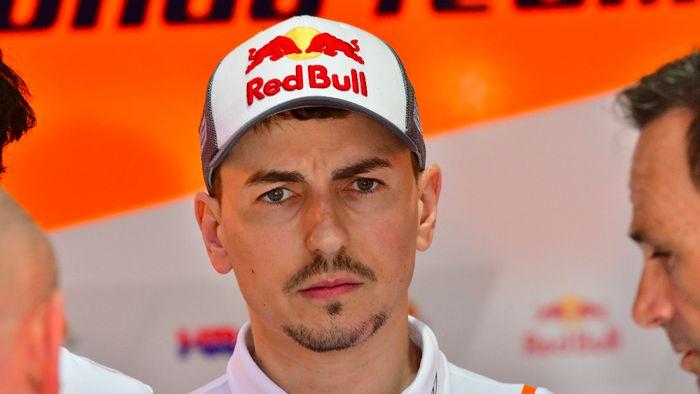 Jorge Lorenzo dipastikan absen pada balapan MotoGP Belanda di akhir pekan ini (GIUSEPPE CACACE / AFP)