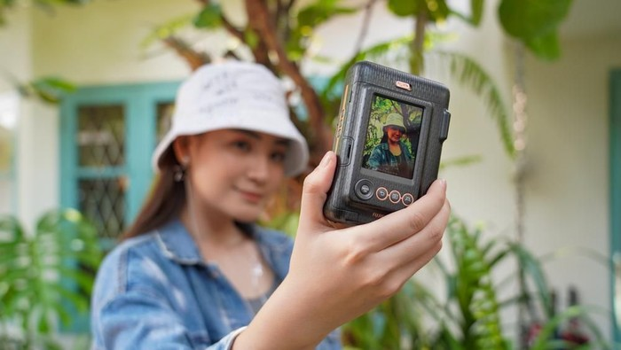 Instax Mini LiPlay. (Foto: Dok. Enche Tjin)
