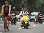 Aksi Pelajar Naik Motor Tanpa Helm