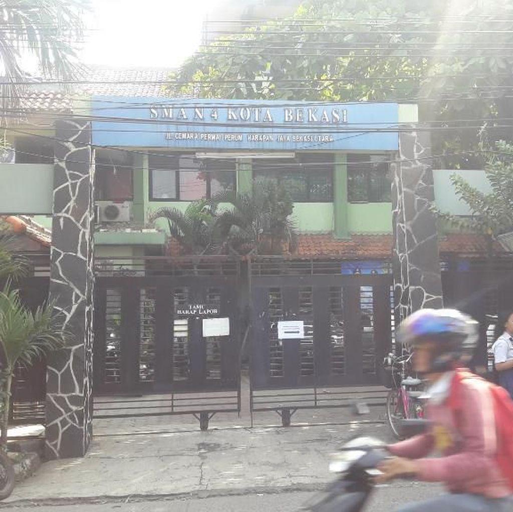 Ratusan Pendaftar PPDB di SMAN 4 Bekasi Antre Sejak Pagi