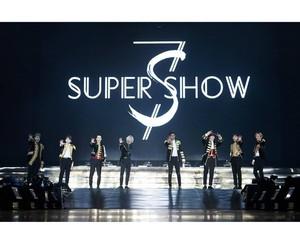 Terpesona Gantengnya Para Personel Super Junior di Konser Super Show 7S