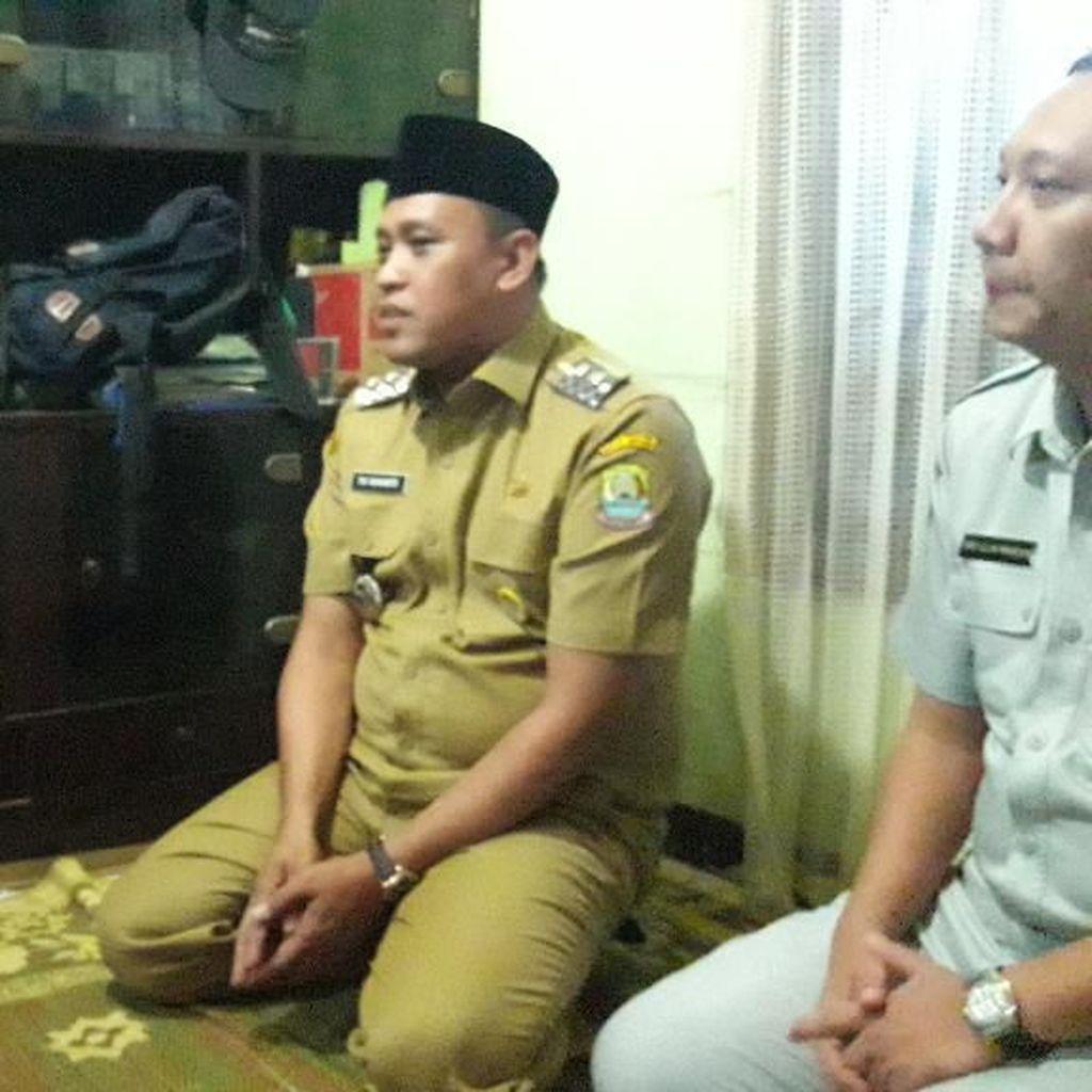 Wakil Walikota Bekasi Melayat ke Rumah Korban Kecelakaan di Tol Cipali