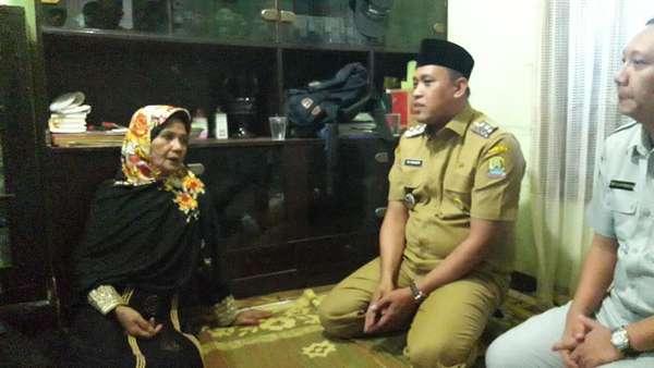 Wakil Wali Kota Bekasi Melayat ke Rumah Korban Kecelakaan di Tol Cipali