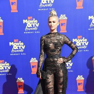Foto: Adu Gaya Seksi Para Bintang di MTV Movie & TV Awards 2019