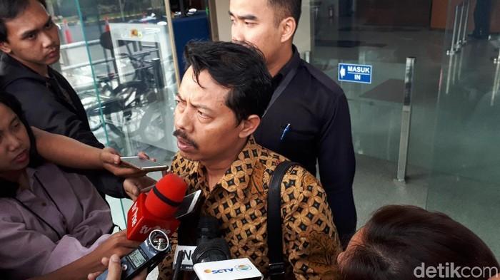 Rektor UIN Sunan Ampel, Prof Masdar Hilmy usai diperiksa KPK, Senin (17/6/2019) Foto: Haris Fadhil-detikcom
