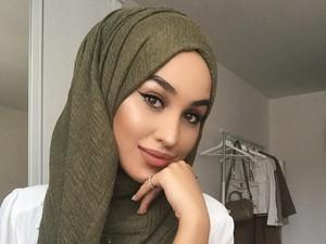 Hijab Crinkle Anti Kusut Lagi Tren, Ini Inspirasinya dari Para Selebgram