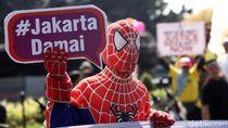 Spider Man Hingga Gatotkaca Demo di Patung Kuda