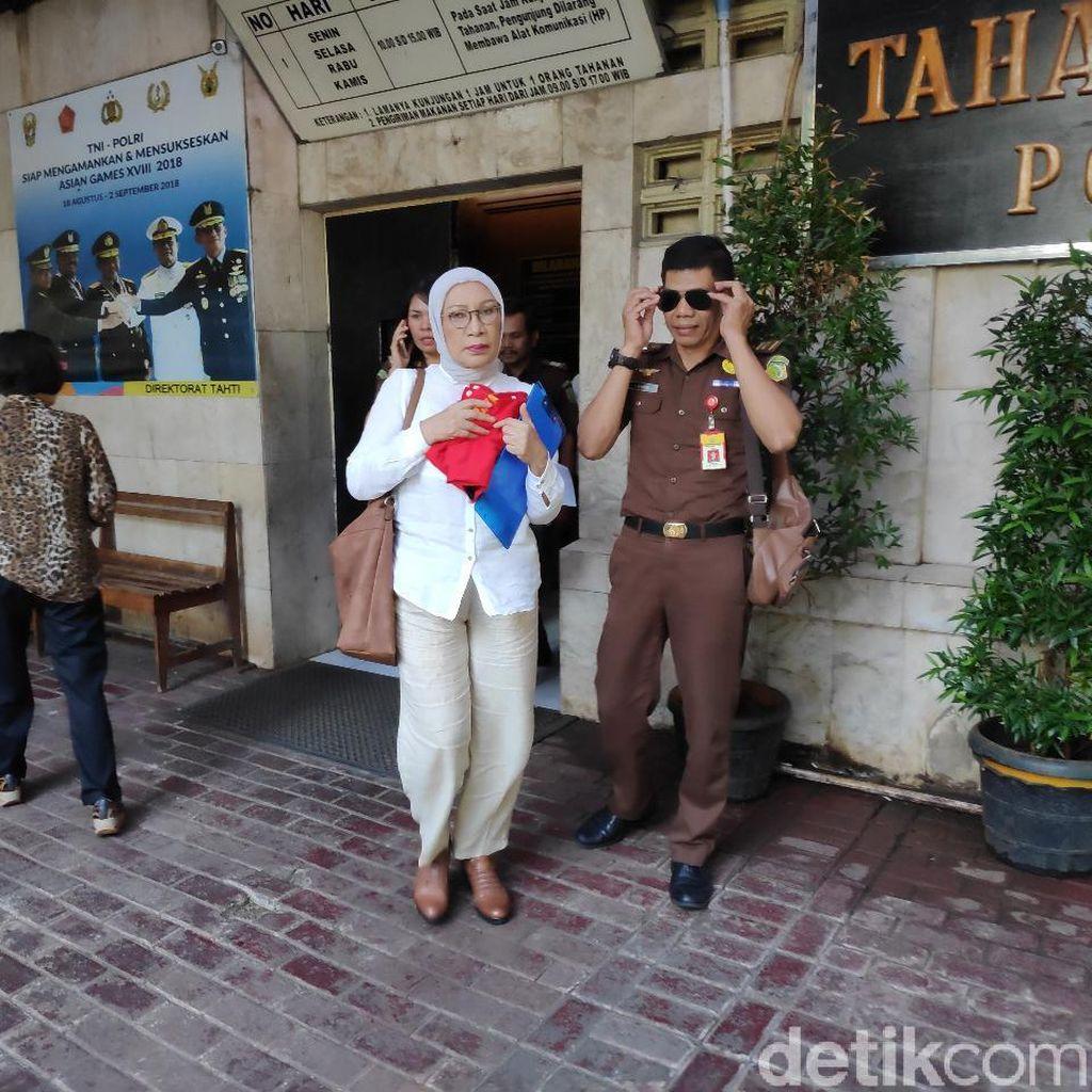Siap Bacakan Pleidoi, Ratna Sarumpaet Berharap Bebas
