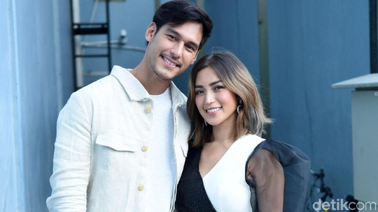 Happy Couple! Senyuman Bahagia Richard Kyle dan Jessica Iskandar