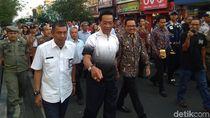 Jalan Kaki Susuri Malioboro, Sultan HB X Sesekali Punguti Sampah